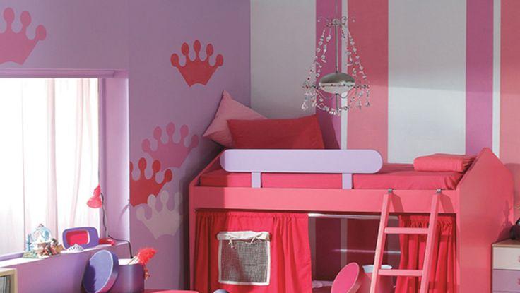 Ζωγραφική τοίχου σε δωμάτιο κοριτσιού σε ροζ και μωβ αποχρώσεις. Δείτε περισσότερες ιδέες διακόσμησης για το παιδικό δωμάτιο στη σελίδα μας  www.artease.gr