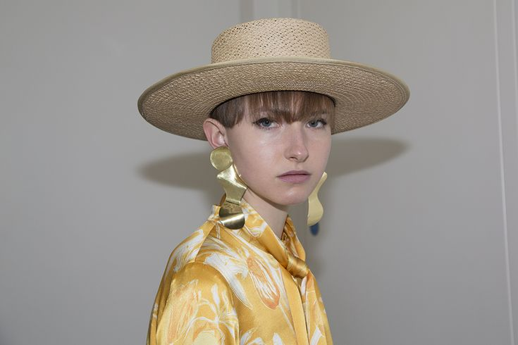 SS18 BACKSTAGE - Photography by Kamil Kustosz #motherofpearl #pearlyqueen #backstage #ss18