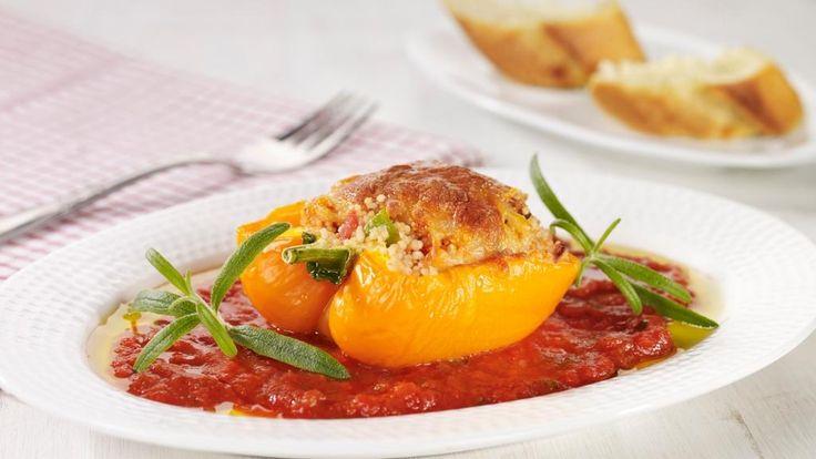 Oppskrift på fylte paprikaer med hot tomatsaus, foto: TINE