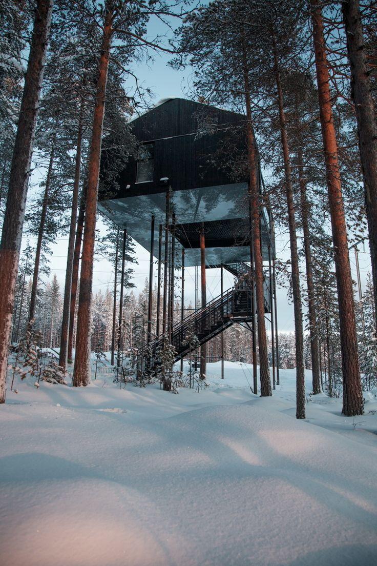 Schwarze Box auf dünnen Stelzen - Baumhaus in Schweden von Snøhetta
