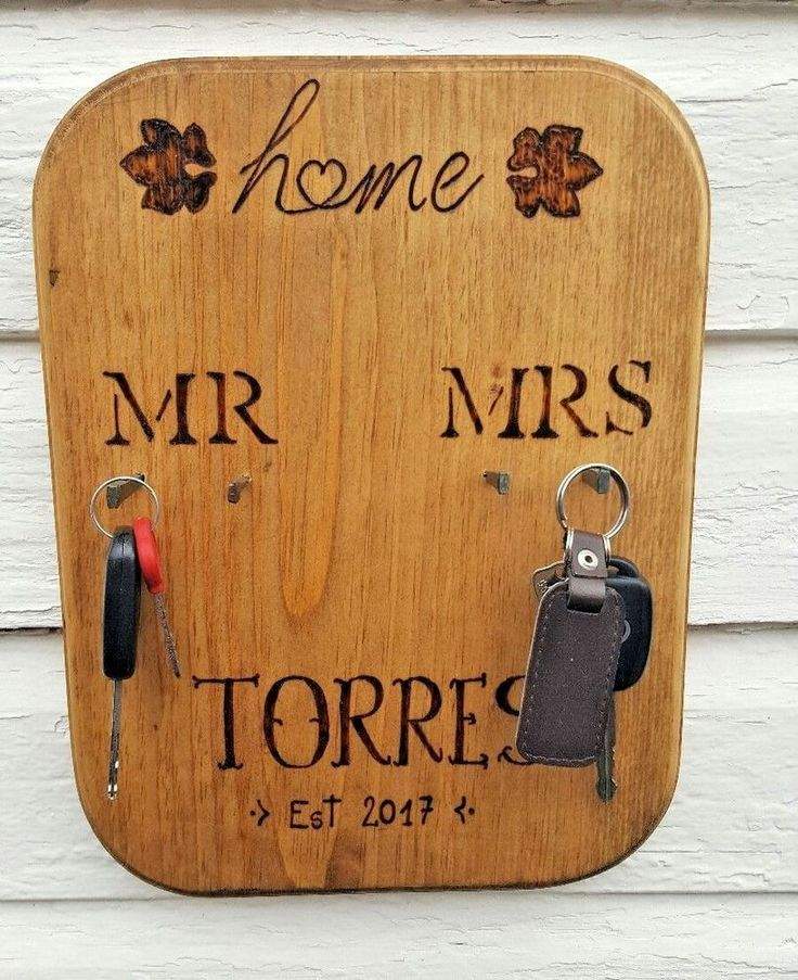 Personalized Key Holders Wall, Mr & Mrs Wall-mounted Key Rack, Key Finder Gift #Handmade #RusticPrimitive