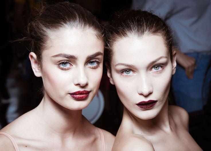 Dit is wat modellen backstage drinken voor een betere huid