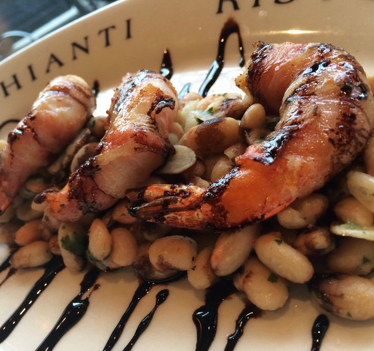 Shrimp wrapped with crispy pancetta, pan seared with cannellini beans and drizzled with balsamic caramel  #chiantiristorante #cheffabrizio #dzrestaurants #gamberi #shrimp #cannellini #italian #instafood #saratogasprings