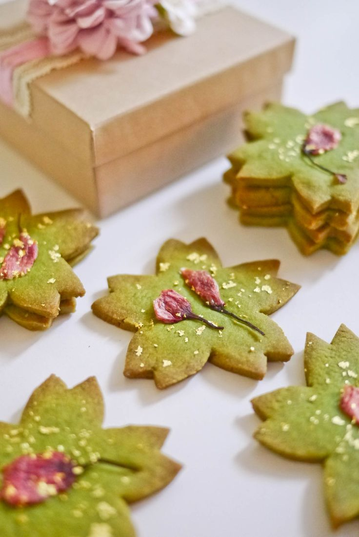 """Falling Sakura"" (Cherry blossoms; 桜吹雪);  Matcha (Japanese green tea) cookies with pickled sakura (桜の花漬) and edible 23K gold flakes. DIY craft boxes."