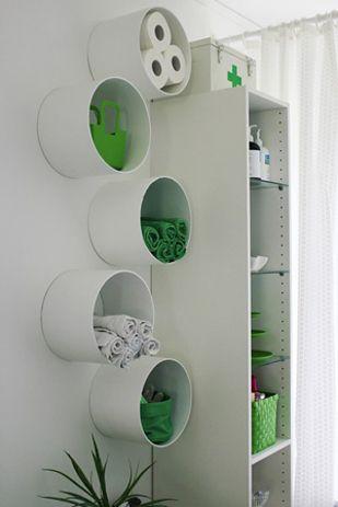 PVC-Röhren, Kunststoffeimer, Pappröhren von Teppichboden o. ä ... jede Form vom Kunstoff- oder Papp- Röhren in jedem beliebigen Durchmessser kann so Verwendung finden! Eine prima Idee z. B. für die Gästehandtücher im WC - gefunden auf buzzfeed.com
