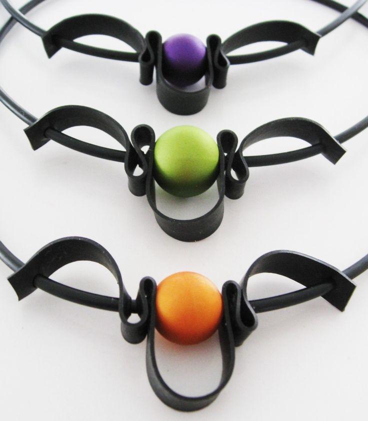 Gummihalsband, cykelsslang, gummikula, gummilänk. Rubber necklace, innertube, bicycle, rubber ball