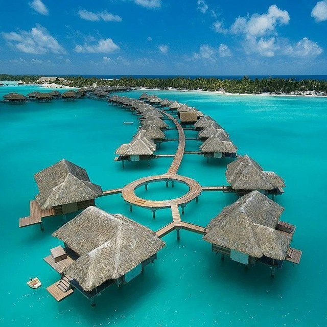 Four Seasons @ Bora Bora.