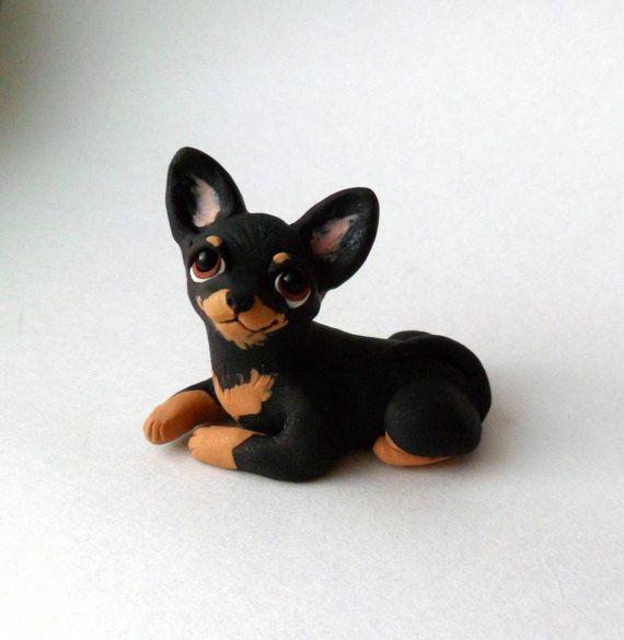 Perro de Chihuahua negro y fuego escultura polímero arcilla Mini mano esculpida por Raquel en theWRC perro Collectible