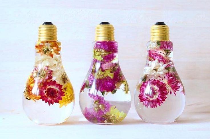 Λουλούδια διατηρούνται μέσα σε λαμπτήρες σαν πολύτιμα ελιξίρια