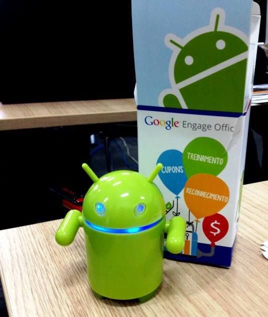 Tio Google nos surpreendeu nesta manhã chuvosa com mais um presente para a nossa coleção! Por causa dele a agência está mais alegre, afinal, agora trabalhamos ouvindo música no nosso Rádio Android!   Valeu Google, a AZClick agradece mais uma vez.   #azclick #google #gift #seo #adwords #android #thanksgoogle