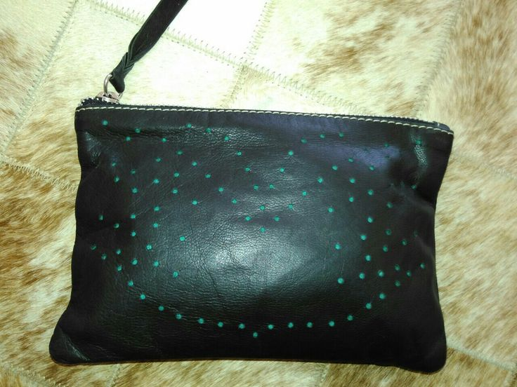 Laris wallet hole on goat leather