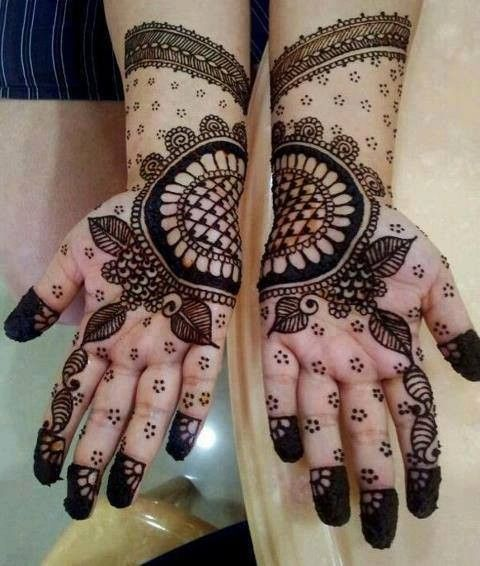 Best Black Mehndi Designs – Our Top 10 for some reason i think this henna tattoo would look great on a bride.