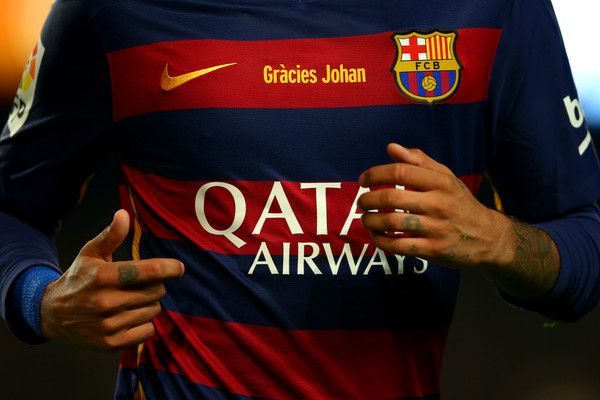 The message 'Gracies Johan' is displayed on the FC Barcelona shirts in tribute to the club's former player and manager, Johan Cruyff during the La Liga match between FC Barcelona and Real Madrid CF at Camp Nou on April 2, 2016 in Barcelona