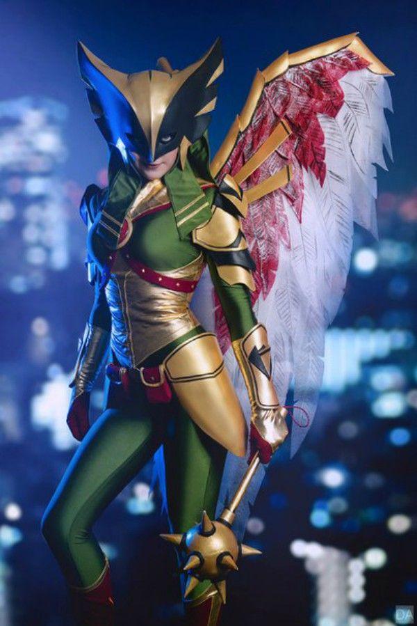 Nightwing And Hawkgirl Go Toe-To-Toe