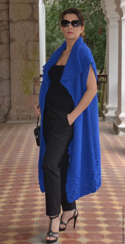 Купить или заказать Вязаный жилет ''Индиго' в интернет-магазине на Ярмарке Мастеров. Как Вы думаете, почему одежду глубокого синего цвета выбирают натуры утонченные, загадочные и стильные? Потому что это благородный, аристократичный цвет, способный многое сказать о своей хозяйке. Если Вы чувствуете себя королевой, то обратите внимание на вязаный жилет «Индиго» - он подчеркнет Ваши достоинства и скроет недостатки. Длинный прямой жилет украшен узором по подолу и имеет&...