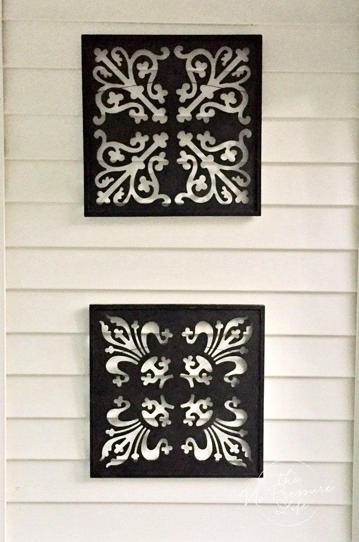 How To Hang Things On Vinyl Siding Without Damaging Your Home In 2020 Wall Vinyl Decor Vinyl Siding Hooks Vinyl Siding