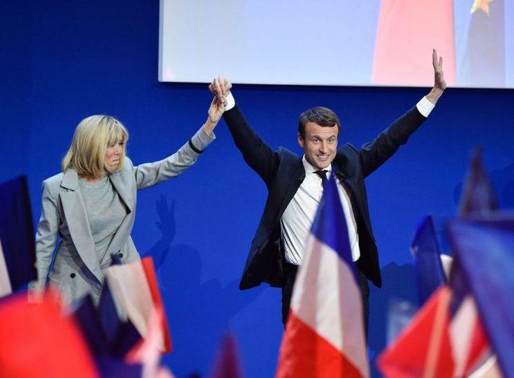 <p> Presidente de Francia:su esposa ha sido clave en la vida de Macron y tras la victoria en la primera ronda el centrista celebró la victoria con ella. Se trata de su mujer Briggite Trogneux, que es su mejor apoyo (AFP). </p>
