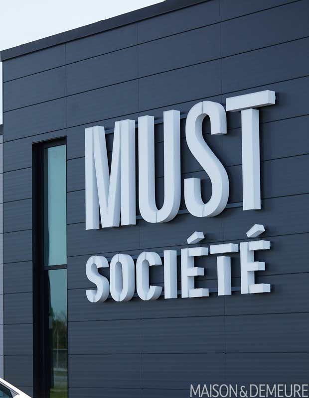 La Filiale Must Societe En Pleine Expansion Tech Company Logos Company Logo Ibm Logo