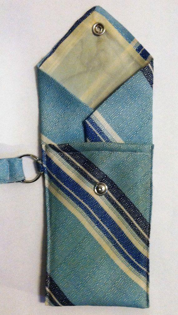 Cravate bleue Wristlet Purse par SewUsefulThings sur Etsy