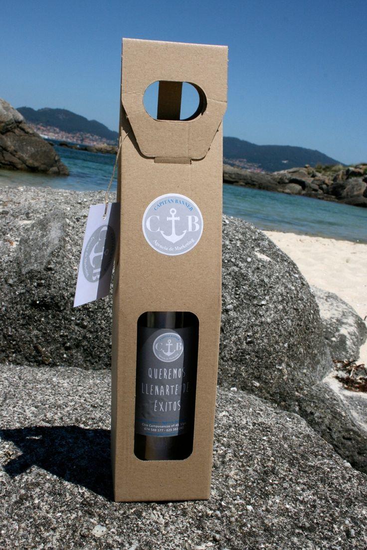 Capitán Banner se lanza al mar de la comunicación con un mensaje en una botella