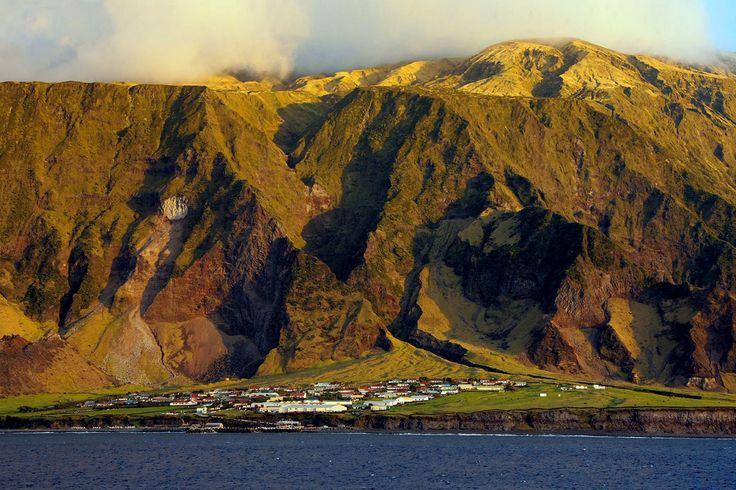 EmTristão da Cunha. Tristão da Cunha é uma ilha de apenas 207 hab.