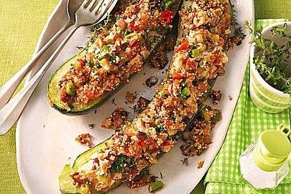 Vegetarisch gefüllte Zucchini mit Quinoa und Ahornsirup, ein sehr leckeres Rezept aus der Kategorie Gemüse. Bewertungen: 159. Durchschnitt: Ø 4,6.