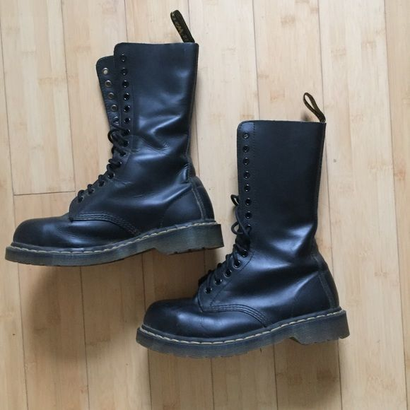 Shop Women's Dr. Martens Black size 8 Combat & Moto Boots at a discounted price at Poshmark. Description: Barely worn. 14 hole Doc Marten Original Air Wear Black Steel Toe Boots. Size US 8. Sold by unfettered. Fast delivery, full service customer support.