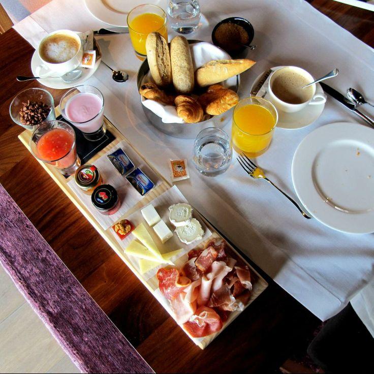 Desayuno buffet en Navarre.  Impresionante! Un desayuno con productos de calidad, elegantemente servido y con un entorno perfecto de armonía y tranquilidad.   No es necesario estar alojado para disfrutar del desayuno buffet.  http://www.onfan.com/es/especialidades/pamplona/hotel-muga-de-beloso/desayuno-buffet?utm_source=pinterest&utm_medium=web&utm_campaign=referal