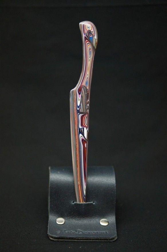 ステンレスをベースにレジンで装飾をしたナイフです。ベースのステンレスは焼入れされた刃物鋼なので、通常のナイフのように使用する事ができますが、研ぎ直しが難しいで...|ハンドメイド、手作り、手仕事品の通販・販売・購入ならCreema。