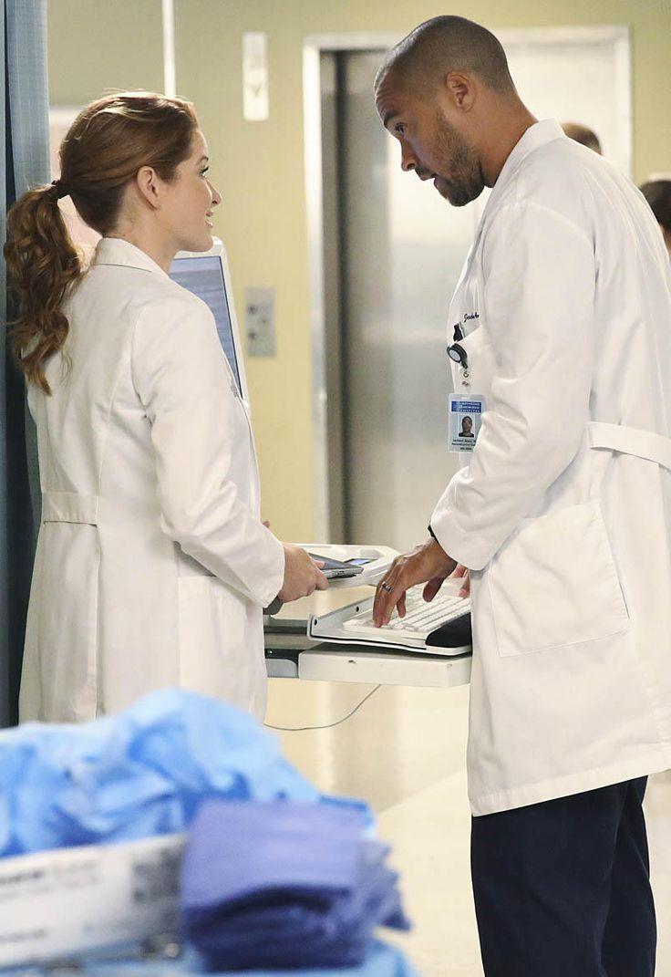 "Grey's Anatomy: Sarah Drew Breaks Down April's ""Painful"" Decision"