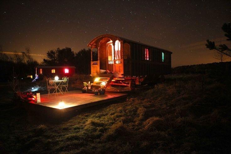 Roulotte Retreat se trata de un camping que hay en Melrose (Escocia) donde encontrarás unas típicas caravanas gitanas francesas cada una de ellas dedicadas a un tema diferente. Perfecto para soñar #escocia #scotland #roulotteretreat #camping #melrose #caravana #caravan
