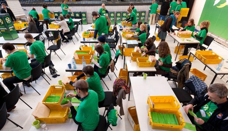 Bündnis 90/Die Grünen (Kurzbezeichnung: Grüne, auch als Bündnisgrüne, B'90/Grüne oder die Grünen bezeichnet) sind eine politische Partei in Deutschland. Ein wesentlicher inhaltlicher Schwerpunkt ist die Umweltpolitik. Leitgedanke grüner Politik ist ökologische, ökonomische und soziale Nachhaltigkeit.