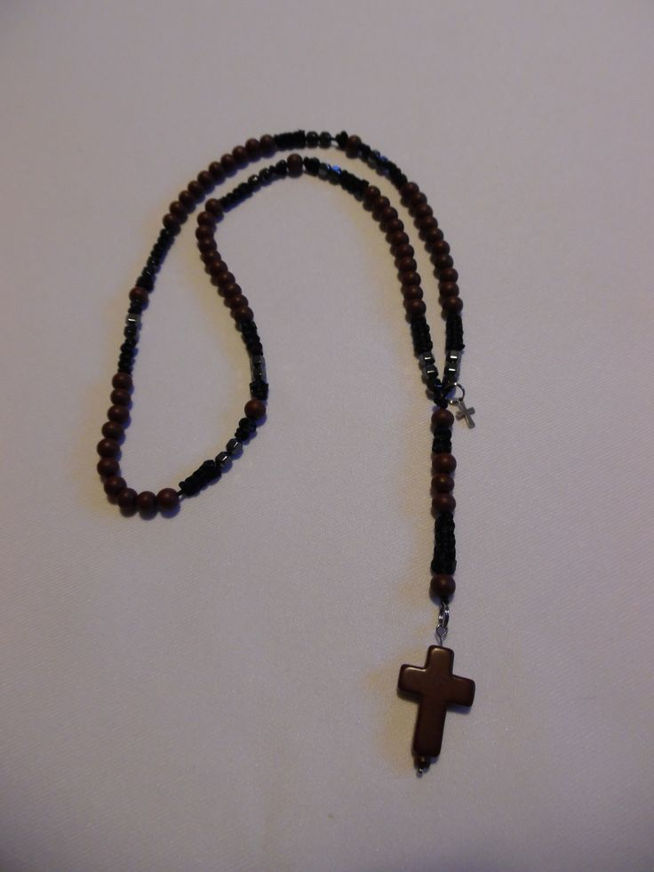 Chapelet catholique marron et noir, perles en bois de cyprès et hématites. : Bijoux pour hommes par crea-039-martine