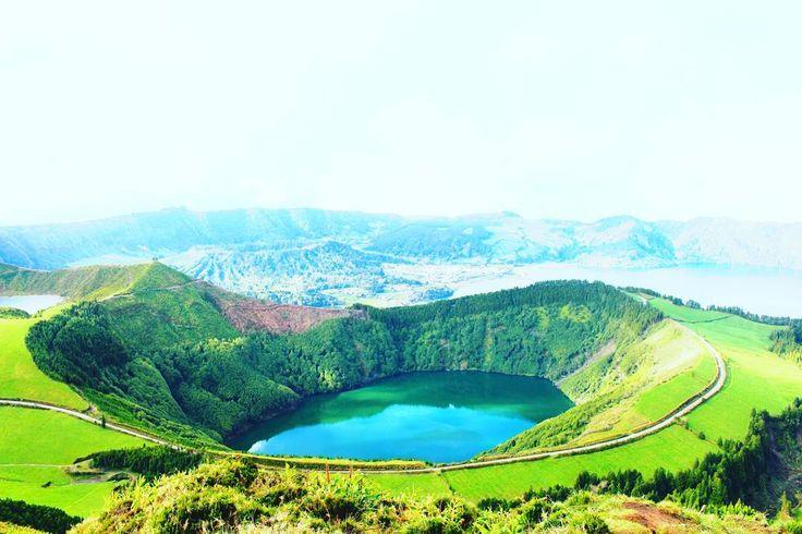 Amazing vulcanic crater 🗻  #azores #hiking #azoresislands #loveazores #saomiguel #cardio #vulcano #lake #nature #love #green #view #loveazores #landscape #active #fit #photooftheday #picoftheday #shareazores #iloveazores #hikevibes #health #bestplacetogo #beautifuldestinations #kthandmadedesign #travel #worldtraveler #extraordinaryexplorer #royalcarribeanuk