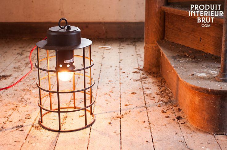 Lampada Nautilus. La lampada Nautilus ha un aspetto industriale che si integrerà perfettamente con l'arredamento di casa vostra.