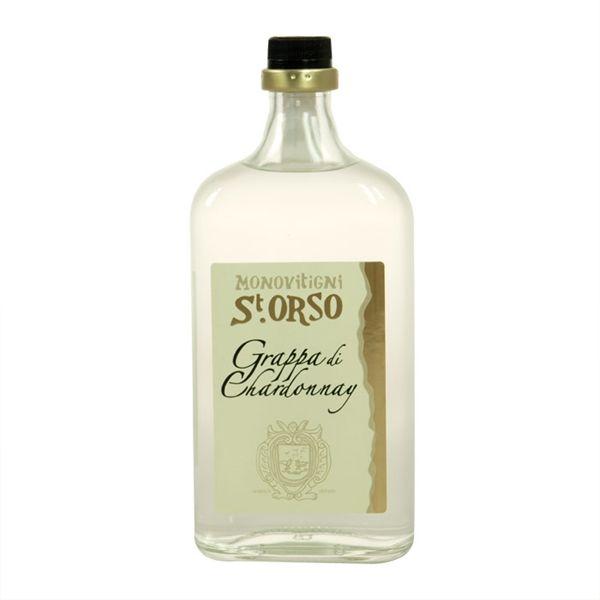"""La grappa Sant'Orso viene prodotta dalla distilleria Saint-Roch, la più antica della Valle d'Aosta. La linea """"monovitigni"""" si declina in tre grappe ottenute da pregiate vinacce: la Grappa di Chardonnay, la Grappa di Torrette e la Grappa di Moscato."""
