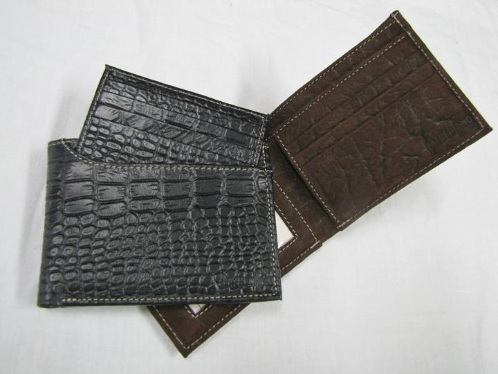 Special Wallet: Ésta es una variación de la billetera común. Es elegante y cuenta con un tarjetero desprendible.
