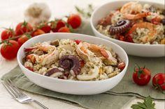 L'insalata di riso alla marinara è una gustosa idea per preparare un'insalata di riso condita con pesce fresco, cozze, vongole e gamberi.