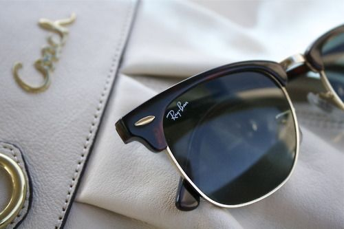 omg los tengo con el borde dorado eran de mi mama, son realmente hermosos 2013 Best selling Ray Ban Sunglasses!  $12.55! #Raybans #Sunglasses #fashion