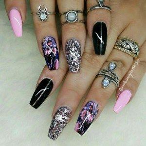 33 Gorgeous Black Nail Arts & Designs