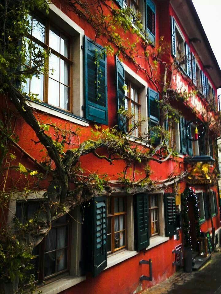 Historical inn in Meersburg from the 16th century hotel-meersburg-loewen.de