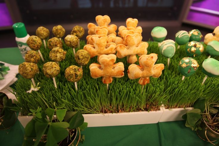 St. Patrick's Day sampler :): Hor D Ouevers, Holiday Ideas St, Meadow Hors, Hors D Oeurves, Ideas St Patricks, Appetizer Pops, Party Ideas, Hors D Oeuvres