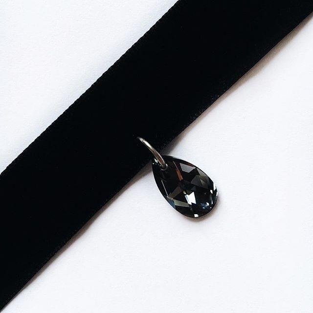 Чёрный бархатный чокер с кристаллом Swarovski    Для заказа пишите в Директ или WhatsApp +7 (901) 793-98-66