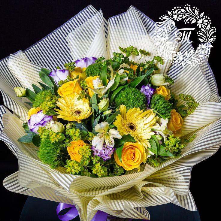 Неожиданно приятный букет цветов, ночью