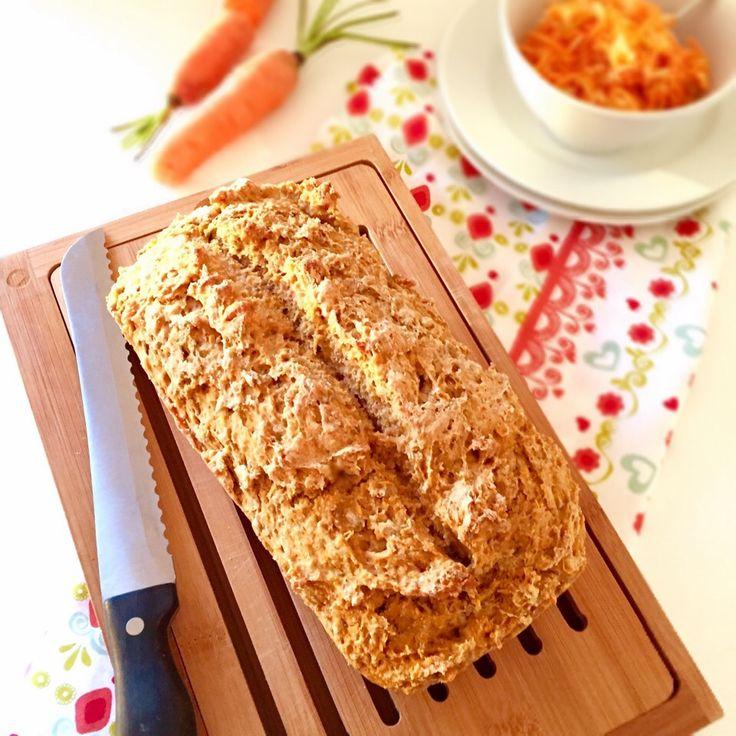 Karottenbrot selber backen: Mehl, Hefe, Wasser und Salz, viel mehr braucht es eigentlich nicht für ein selbst gebackenes Brot.