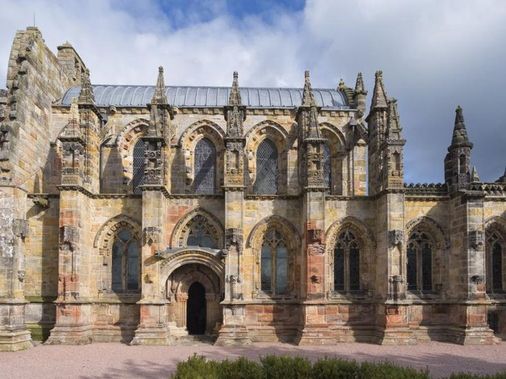 The Holy Grail tour allows you to walk in the shoes of the mythical Knights Templar on their journey to protect the Holy Grail in its famed resting place of Rosslyn Chapel! You will also have a chance to stop and take photos from Scott's view overlooking the magnificent Tweed Valley wtih Tourboks.
