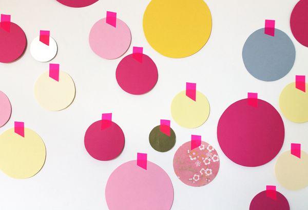 giochi di carta: Decorazione della parete con dots di carta Wall decoration with paper dots