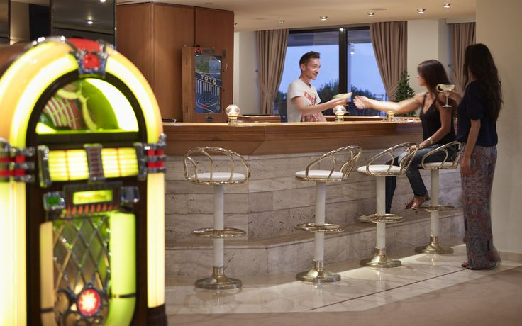 In Casino Lounge Bar in the lobby area of the hotel Esperos Mare you can enjoy your drink and small bites amongst decorative decor, including original reconstructed motorbikes and decorative pieces from the '60 's which create a nice lounge atmosphere.