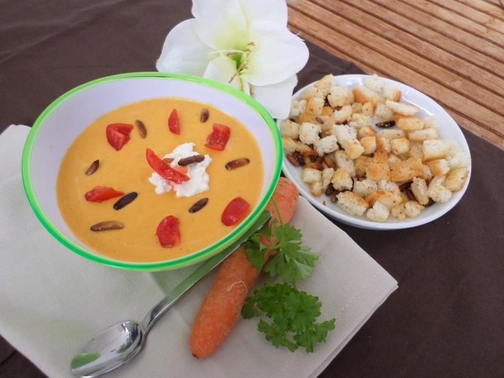 Carrot-coconut-soup with roasted bread cubes   Karotten-Kokos-Suppe mit gerösteten Brotwürfelchen