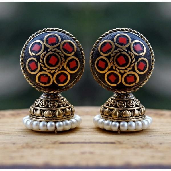 A very unique pair to adorn. -https://www.cooliyo.com/product/96913/cute-lakh-red-studs/